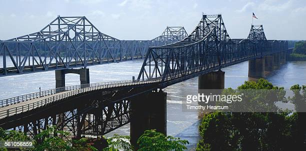 old and new bridges side by side - timothy hearsum fotografías e imágenes de stock