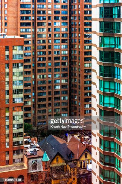 old and new building on downtown toronto, canada - khanh ngo stock pictures, royalty-free photos & images