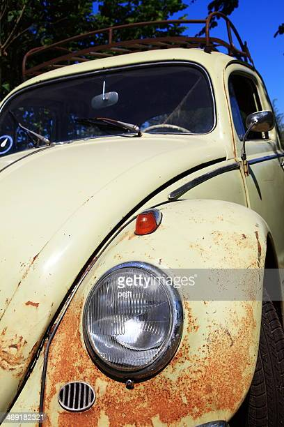 old and rusty beige volkswagen (vw) beetle - pejft stock pictures, royalty-free photos & images