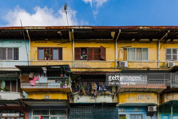 old apartment building on an duong vuong street, ho chi minh city. - slum stock pictures, royalty-free photos & images