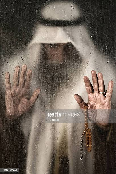 old arabic man portrait with traditional clothes - religion stock-fotos und bilder