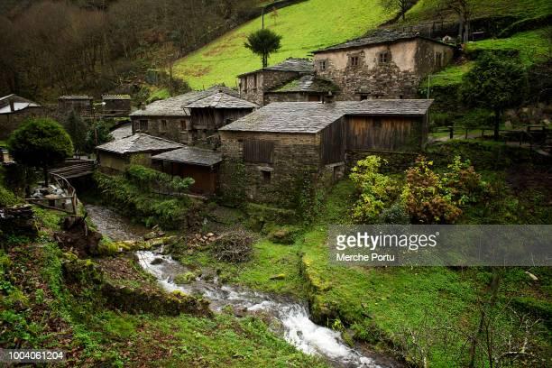 old architectural set of los oscos in taramundi asturias - principado de asturias fotografías e imágenes de stock
