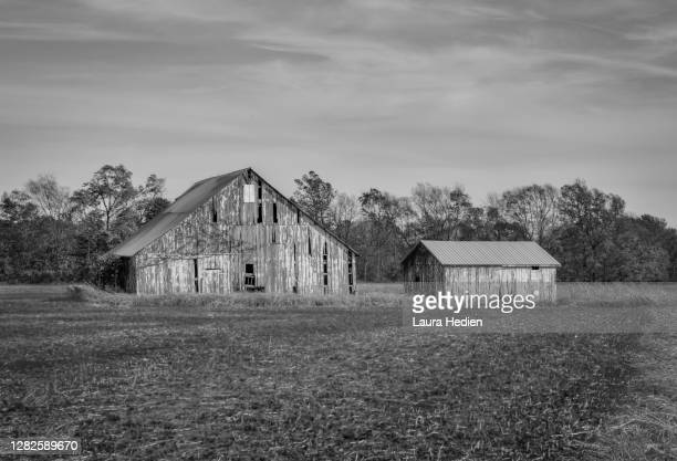 old barns and buildings in the midwest - indiana stock pictures, royalty-free photos & images