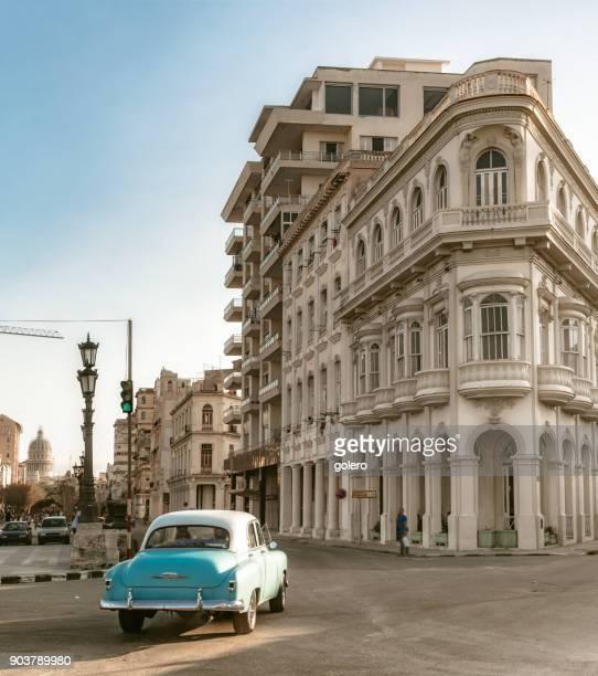alte blaue amerikanisches Auto in Alt-Havanna