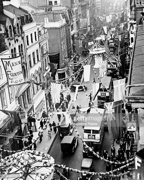 Old Bond Street décorée à l'occasion du mariage du duc de Kent et de la princesse Marina à Londres RoyaumeUni le 27 novembre 1934