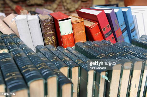 old books on second hand book market. - vintage stock stock pictures, royalty-free photos & images