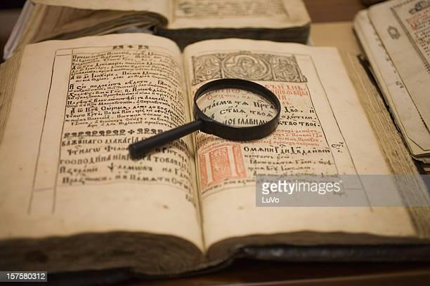 alte bücher - enzyklopädie stock-fotos und bilder