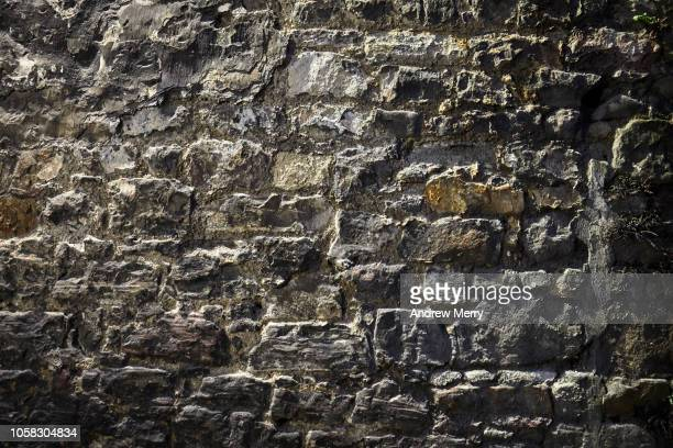 old brick wall, stone wall, old town, edinburgh - stone wall stock pictures, royalty-free photos & images