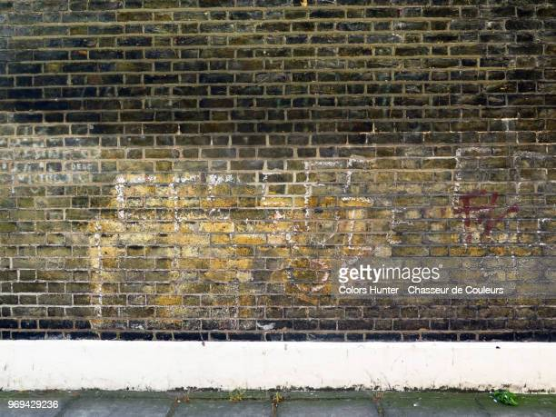 old bricks and sidewalk london - wall building feature stock pictures, royalty-free photos & images