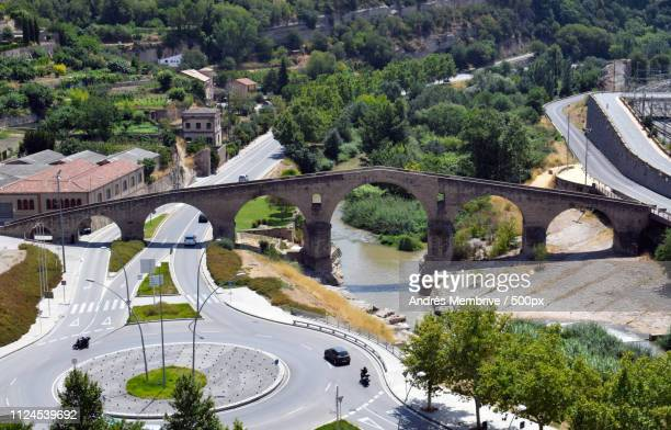 old bridge of roman origin placed in manresa barce - ポン・デュ・ガール ストックフォトと画像