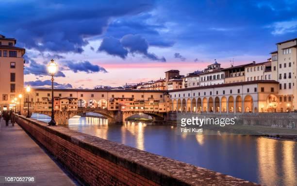 ponte vecchio - florenz italien stock-fotos und bilder