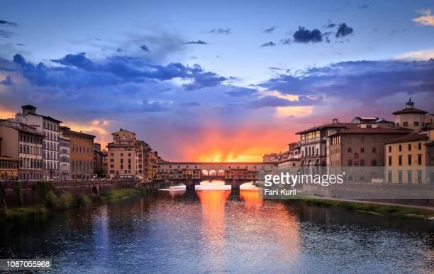 ヴェッキオ橋 - フィレンツェ ストックフォトと画像