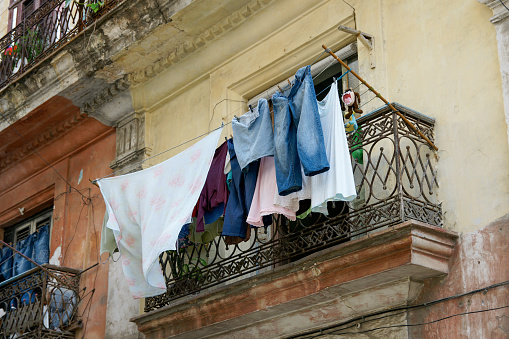 Old Building with Laundry Drying in Havana Cuba - gettyimageskorea