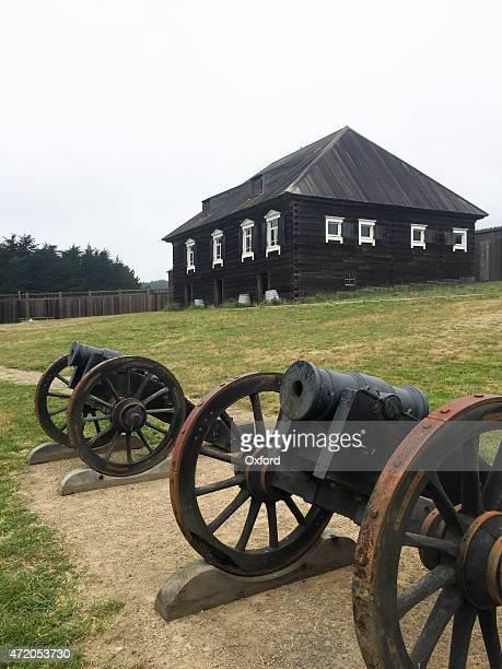 old cannons -- fort ross - imperialismo fotografías e imágenes de stock