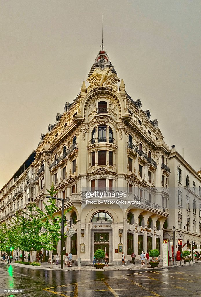 Old Central Bank building (Banco Central) from 19th century on a rainy day, Gran Via street, Granada centre, Andalusia, Spain : Foto de stock