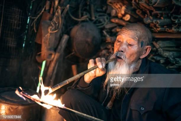 alte chinesische senior woman-Beleuchtung-Pfeife