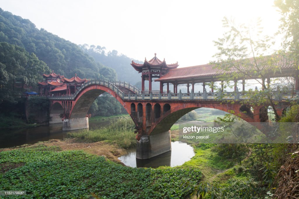 Old Chinese style bridge with stone arch in China . Sichuan province . : ストックフォト