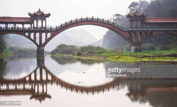 old chinese style bridge with stone arch in china . sichuan province . - ponte ad arco foto e immagini stock