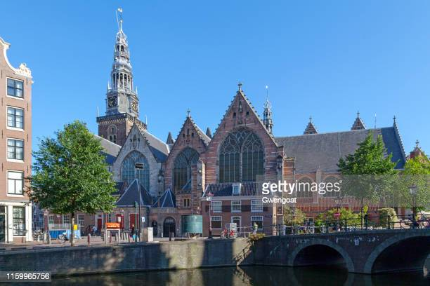 old church in amsterdam - gwengoat stock pictures, royalty-free photos & images