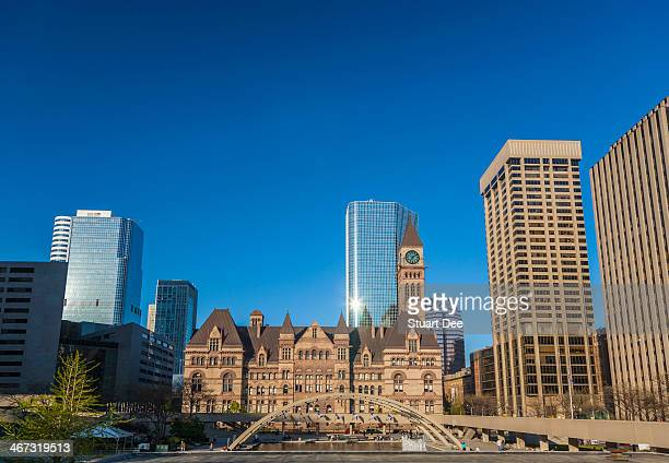 old city hall and nathan phillips square - 市庁舎前広場 ストックフォトと画像