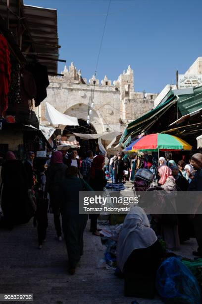 old city of jerusalem - stadttor stock-fotos und bilder