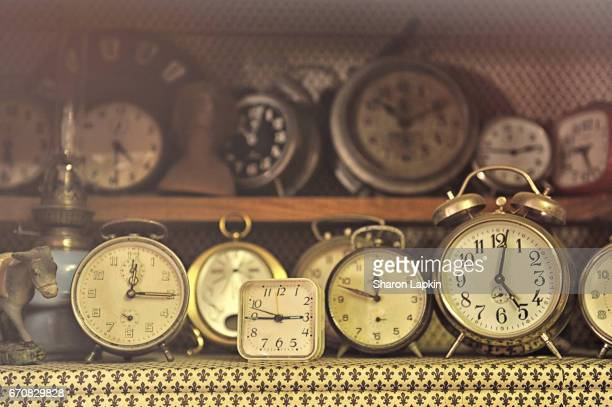 old clocks - countdown clock stock-fotos und bilder