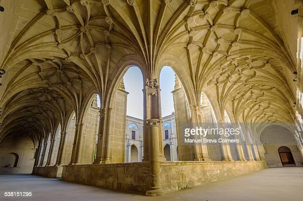 old cloister of yuso - abadia mosteiro - fotografias e filmes do acervo