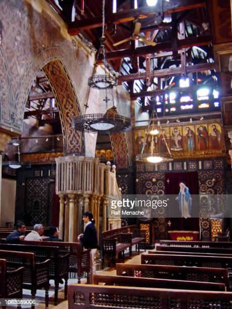 vecchio copto cairo 2003. alla chiesa copta sospesa. egitto. - copto foto e immagini stock