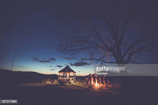 Antiguo cabaña en la naturaleza
