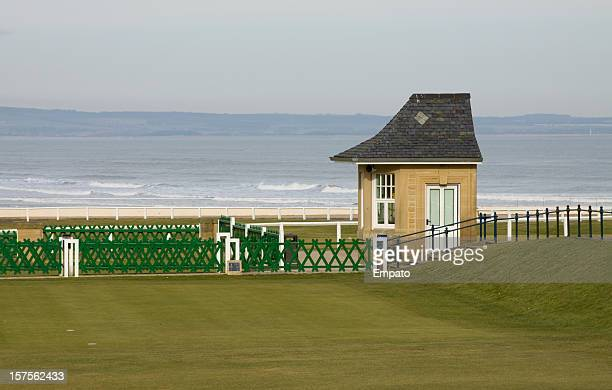 old course starters box, st andrews, scotland. - st. andrews scotland stock pictures, royalty-free photos & images