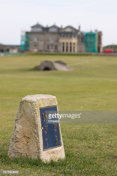 old course tee marker, st andrews, scotland. - st. andrews scotland stock pictures, royalty-free photos & images