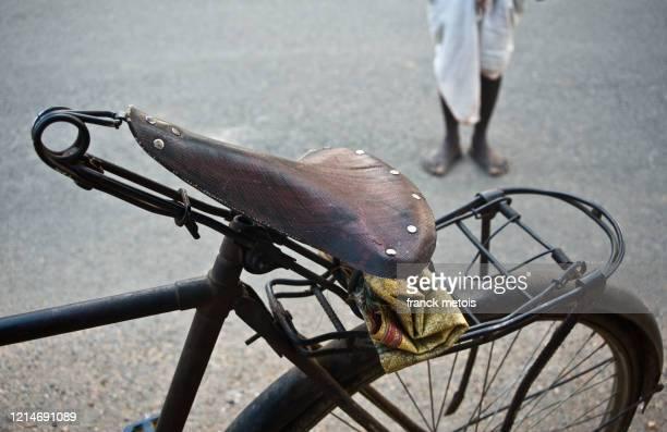 old cycle ( india) - erschwinglich stock-fotos und bilder