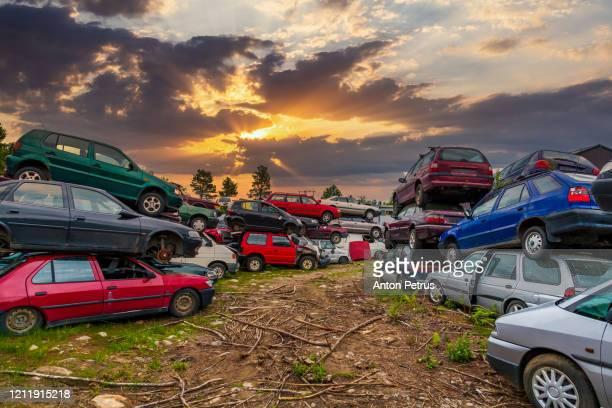 old damaged cars on the junkyard waiting for recycling - ferro velho imagens e fotografias de stock