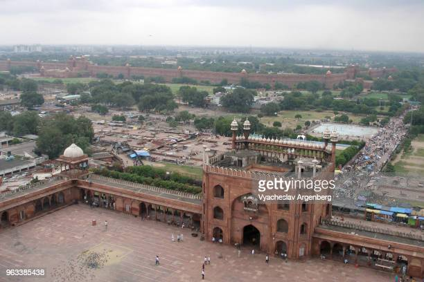 old delhi city skyline as seen from jama masjid mosque minaret, delhi, india - jama masjid delhi stock pictures, royalty-free photos & images