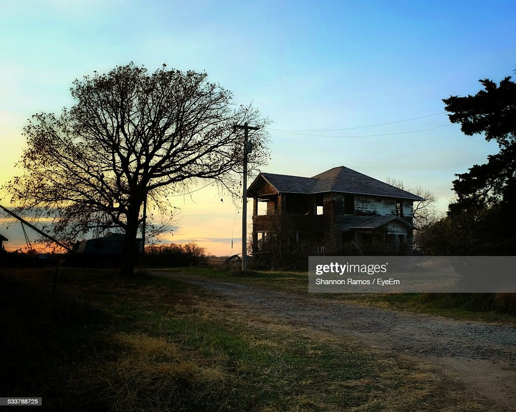 Old Detached House At Roadside : Foto stock