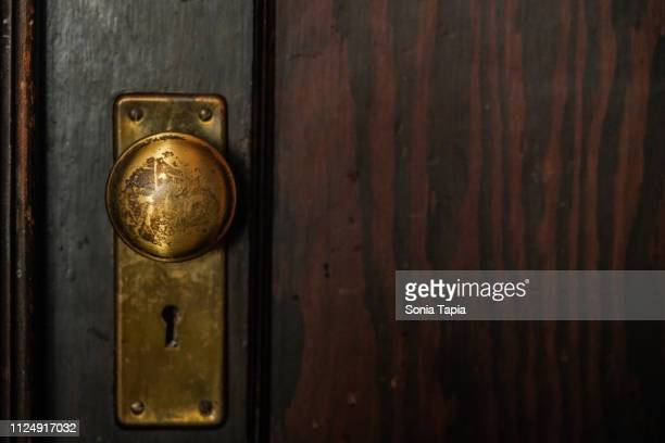old door knob - brass stock pictures, royalty-free photos & images