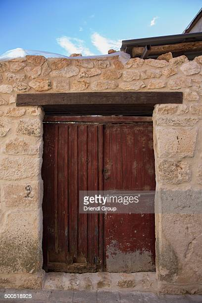 old doors in the town of torija - castilla la mancha fotografías e imágenes de stock