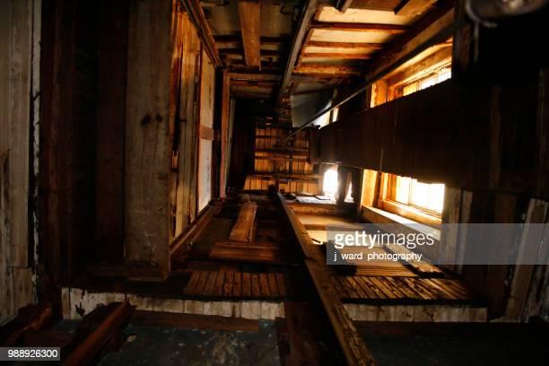 old elevator shaft - elevator bridge stockfoto's en -beelden