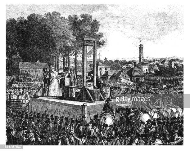 """old engraved illustration of the execution of queen marie antoinette on the """"revolution square"""" (place louis xv.) on october 16, 1793 - queen royal person stock pictures, royalty-free photos & images"""