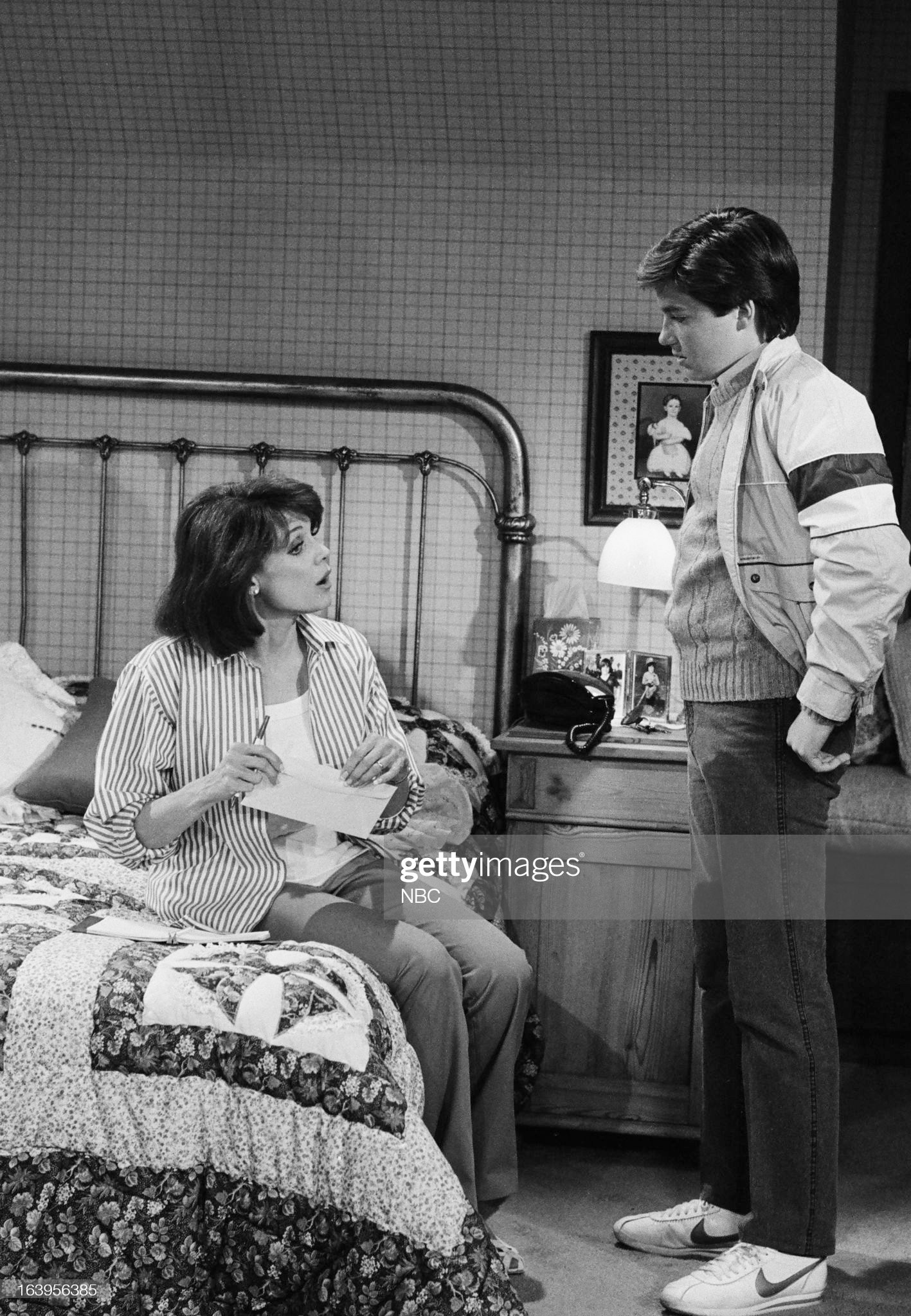 old-enough-episode-101-pictured-valerie-harper-as-valerie-hogan-jason-picture-id163956385