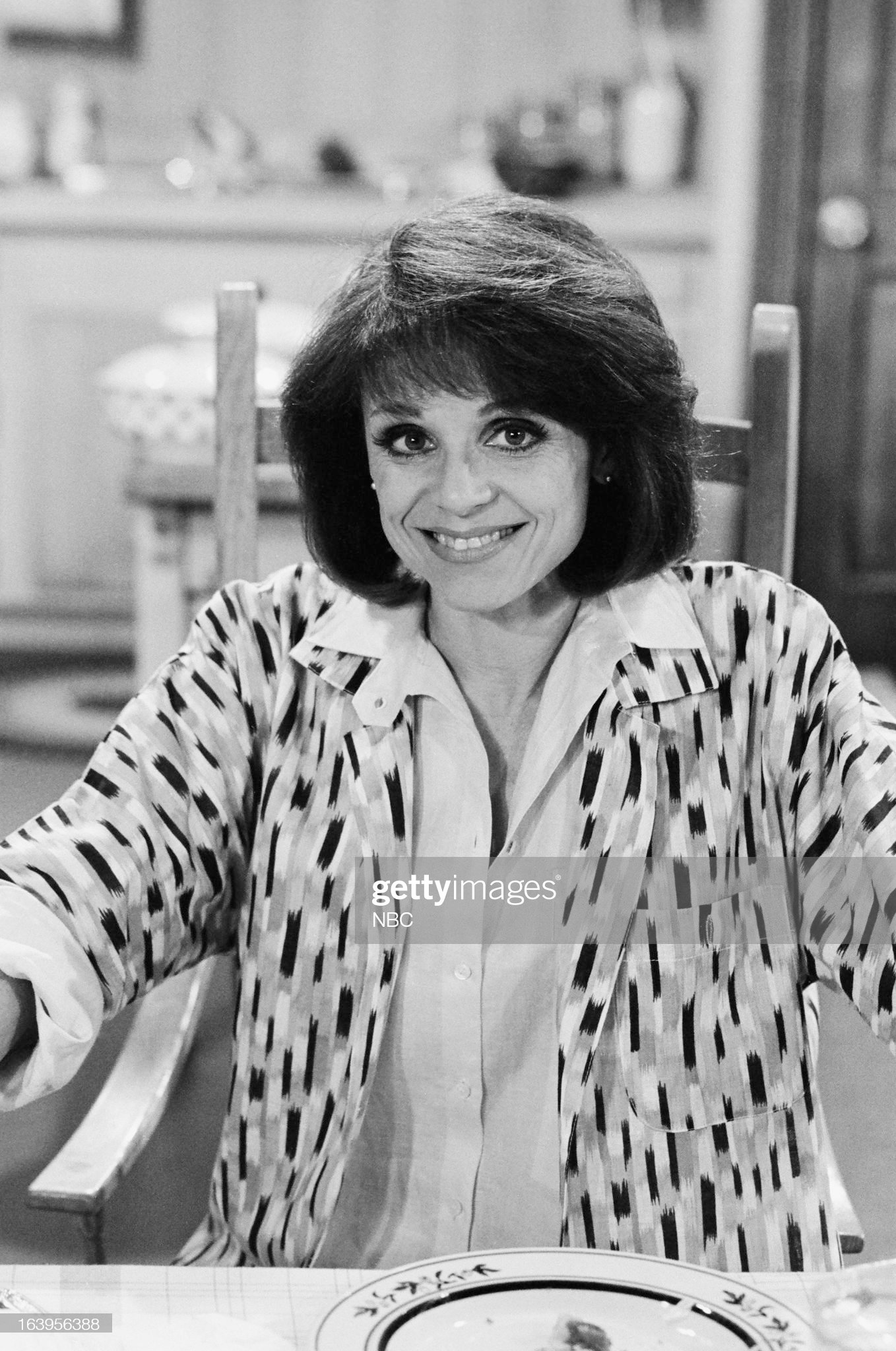 old-enough-episode-101-pictured-valerie-harper-as-valerie-hogan-picture-id163956388