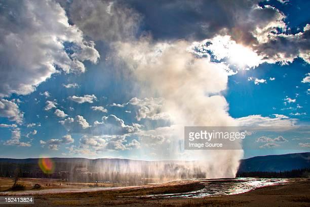 Old Faithful geyser erupting, Yellowstone National Park, Wyoming, USA