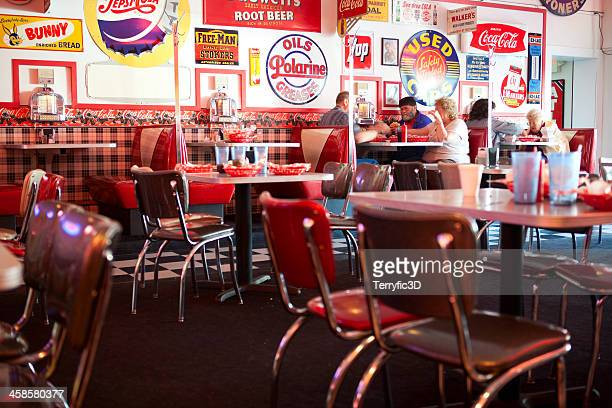 old fashioned 1950s style diner with people eating lunch - terryfic3d stockfoto's en -beelden