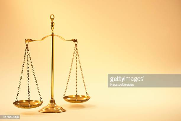 old fashioned brass scale - equal arm balance stock pictures, royalty-free photos & images