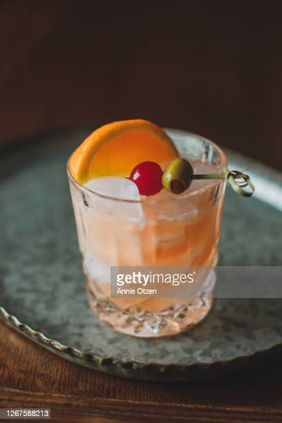 old fashioned cocktail - cocktail stock pictures, royalty-free photos & images