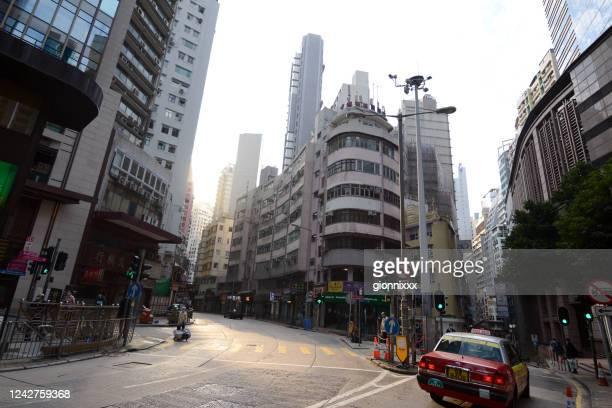 香港島上湾の昔ながらの角の建物 - 上環 ストックフォトと画像