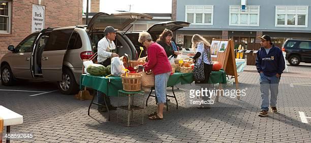 old fashioned farmer's market in midwest - terryfic3d stockfoto's en -beelden
