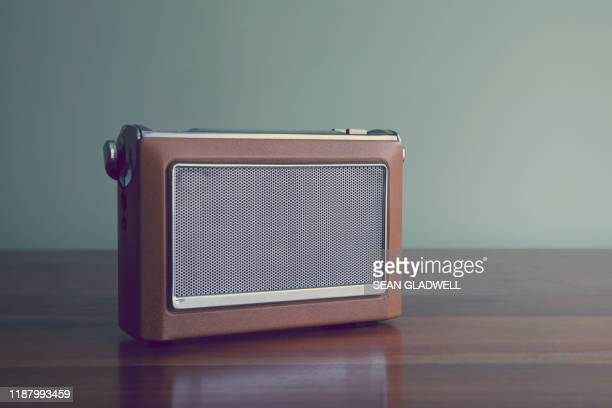 old fashioned radio - radio stock pictures, royalty-free photos & images