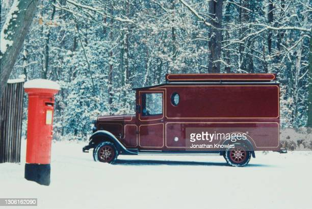 old fashioned van in snow - 20th century stock pictures, royalty-free photos & images