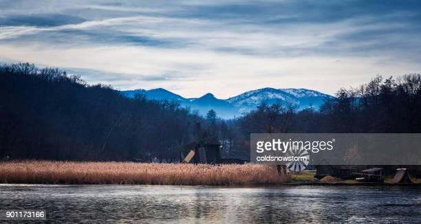 altmodische hölzerne windmühle auf land in siebenbürgen, rumänien - sibiu stock-fotos und bilder